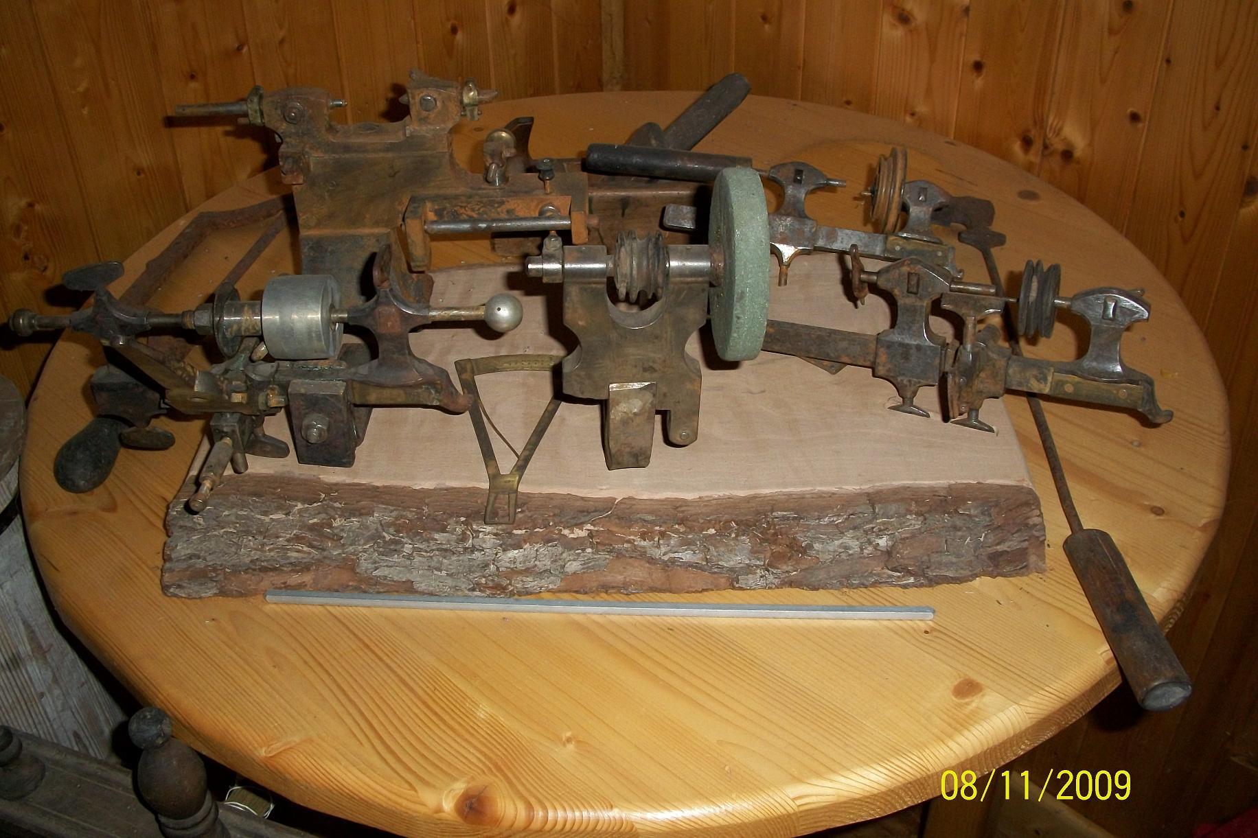 Anciens outils, 1 outils à fendre les très petites vis, 2 petits tours.