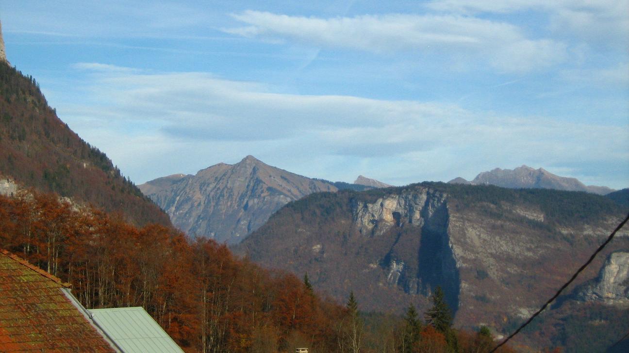 Pic du Marcelly, Challune, Roc d' Enfer devant la montagne de Chevran