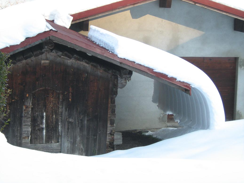 Grenier sous la neige.