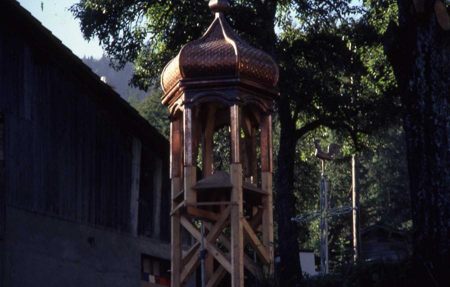 Le clocher avant la mise en place.