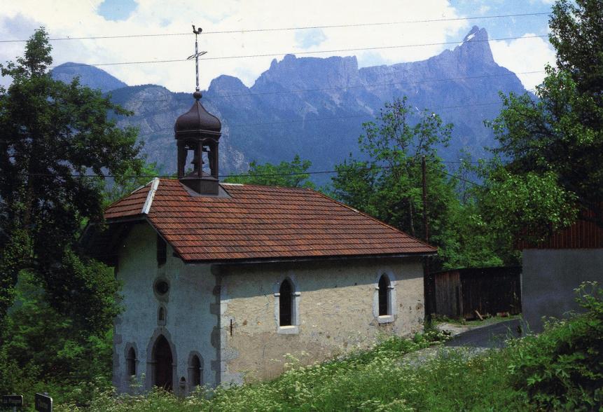 Chapelle de Chéron avec son nouveau clocher en 1981.