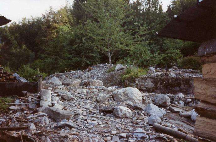 Dernière purge, les rochers sur la place du village.